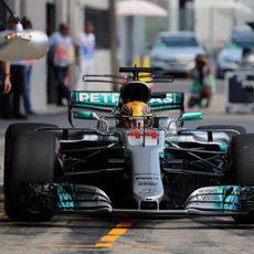 Lewis Hamilton encabeza la tabla de tiempos del viernes