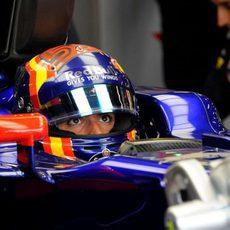 Carlos Sainz en el garaje
