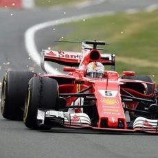 Pinchazos en ambos Ferrari