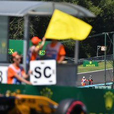 Cartel del Safety Car tras el accidente de Ricciardo