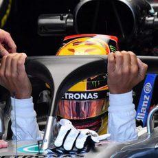 Lewis Hamilton prueba el halo