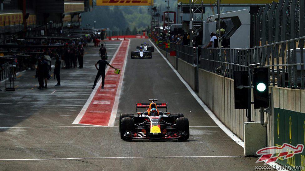 El pit-lane durante la clasificación
