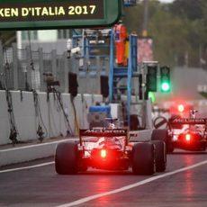 Los McLaren en el pit-lane de Monza