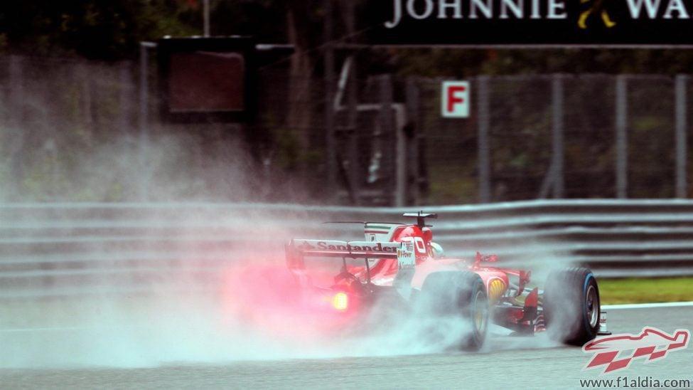Spray de Sebastian Vettel durante la clasificacion