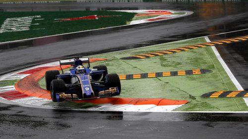 Ericsson probando el exterior de la pista