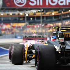 Force India y Renault en el pit-lane de Singapur