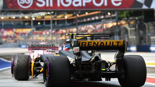 Force India y Renault en el pit-lane de Singapur