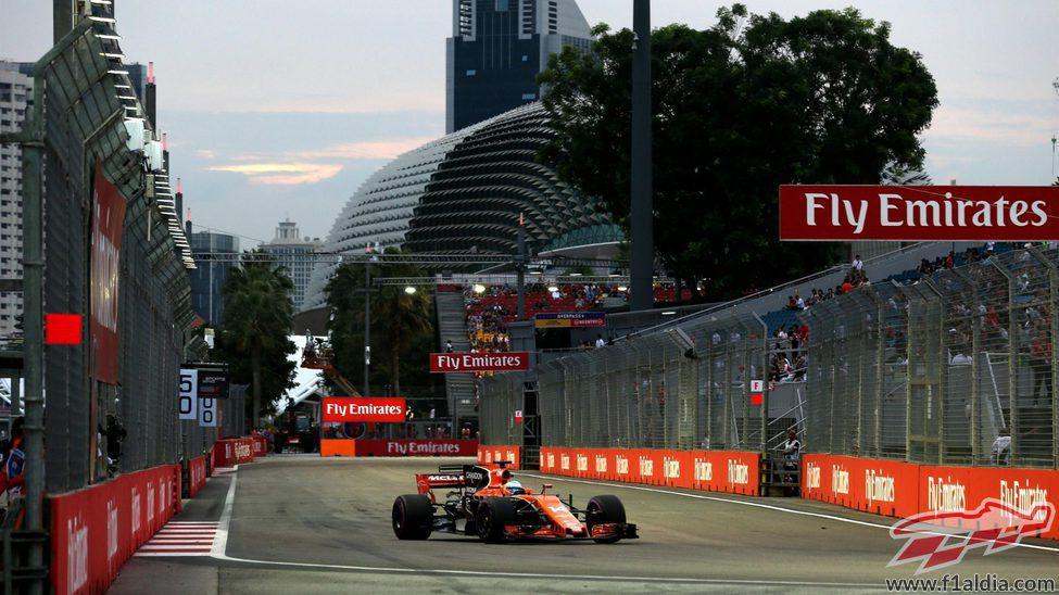 Fernando Alonso rueda en Singapur