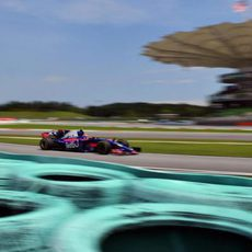 Carlos Sainz clasifica el decimocuarto en Malasia