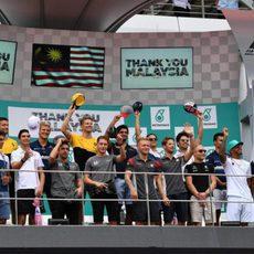 Los 20 pilotos en el podio