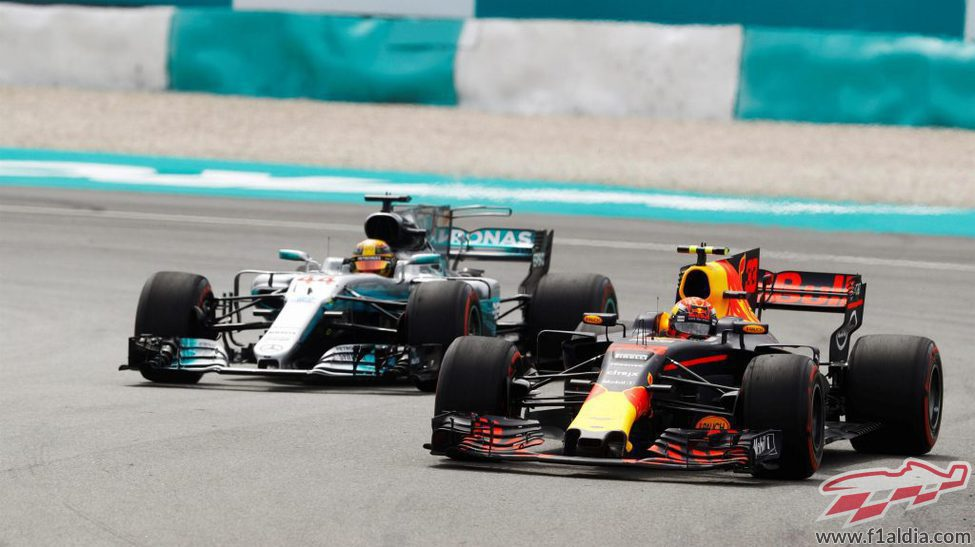 Verstappen supera a Hamilton