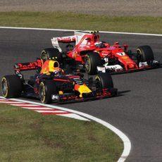 Verstappen y Räikkönen, codo con codo