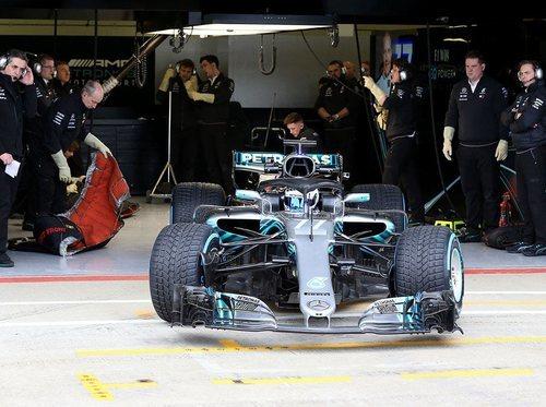 Sale de boxes el Mercedes de 2018