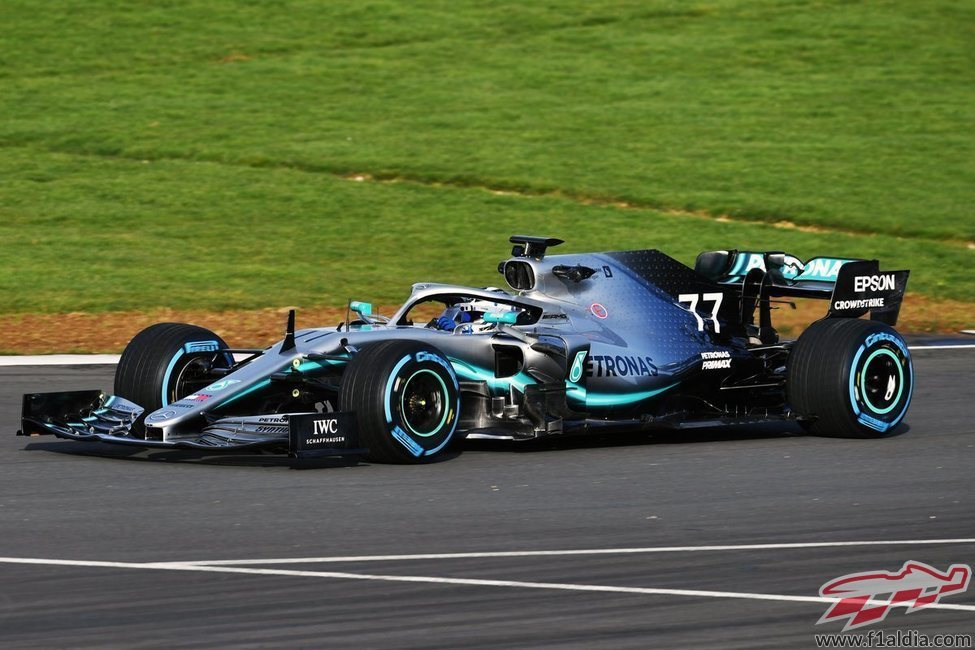 El W10 salta a la pista de Silverstone