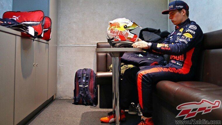 Max Verstappen se prepara para el RB16