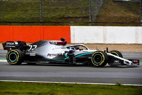 Bottas rueda en Silverstone con el W11