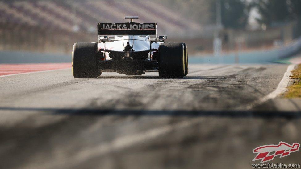 Kevin Magnussen rueda con el VF-20 en los test de Barcelona