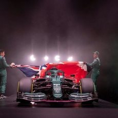 Vettel y Stroll descubren el AMR21