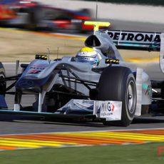 Rosberg prueba el W01