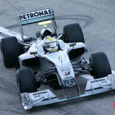 Rosberg aprovecha la mañana