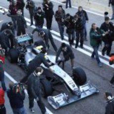 Rosberg saca el W01 del box