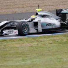 Nico pilota el nuevo Mercedes