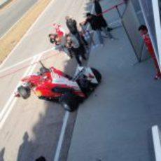 Alonso sale a pista