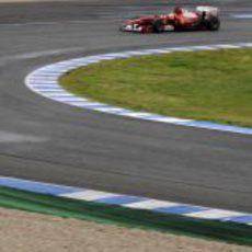 Felipe afronta una curva