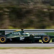 Kovalainen en pista con el T127