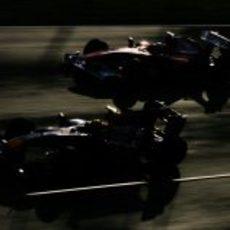 Alonso adelanta a Webber