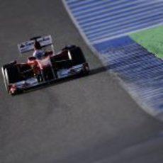El Ferrari F10 y Alonso sobre el asfalto