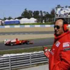 Emilio Botín contempla a Fernando