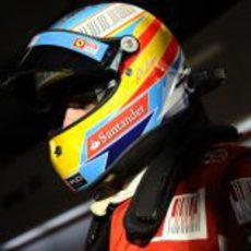 Fernando con su nuevo casco
