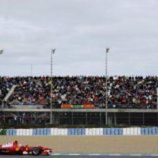 Alonso ante su público