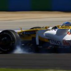 Alonso bloquea ruedas