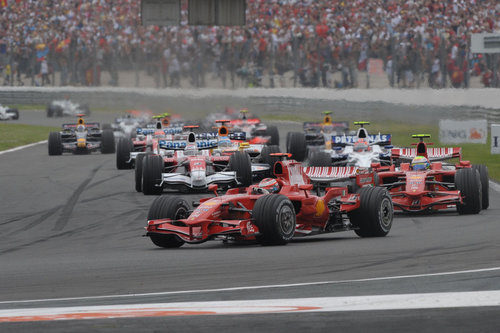Los Ferrari lideran la carrera de Magny-Cours 2008