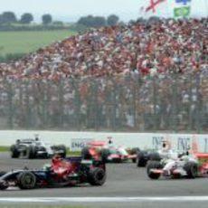 Bourdais rueda delante de Fisichella