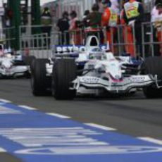 Heidfeld y Kubica en la calle de boxes