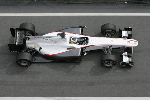 Pedro sale del 'pit-lane' con el Sauber
