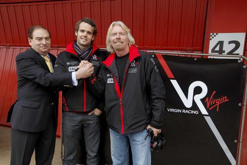 Gracia, Soucek y Branson junto al logo de Virgin