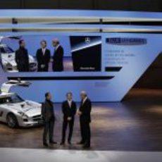Schumacher y Rosberg presentan el nuevo 'Safety Car'