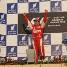Alonso empieza ganado