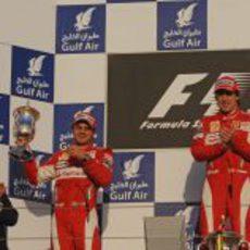 Massa recibe su trofeo