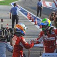 Alonso saluda a Massa
