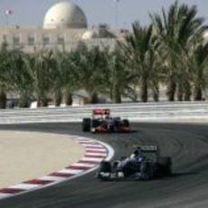 Rosberg perseguido por Hamilton
