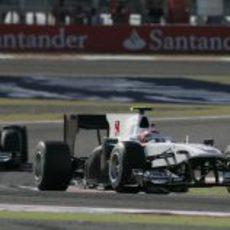 Kobayashi delante de De la Rosa