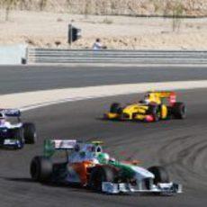Liuzzi delante de Barrichello y Petrov