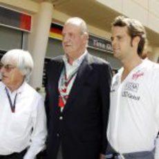 Ecclestone y Soucek junto al Rey