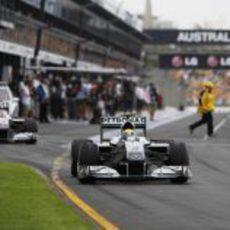 Rosberg por delante de Schumacher