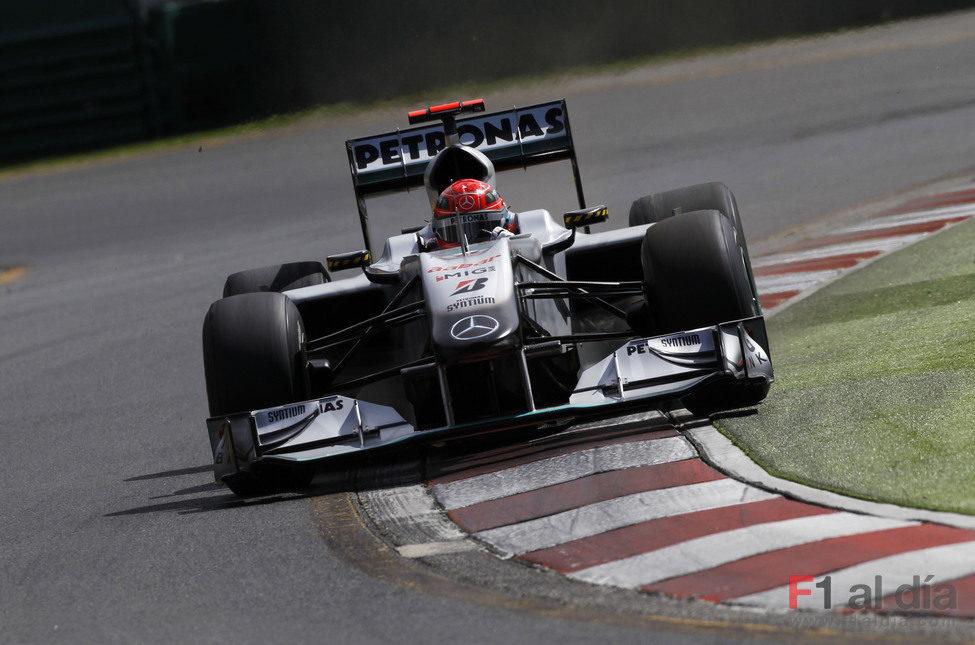 Schumacher lo da todo en pista